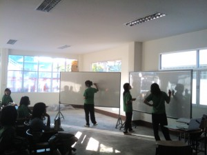 teaching in thailand - interaction in english classq