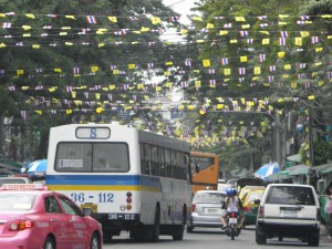 Traffic in Bangkok - Using the bus is the cheapest way